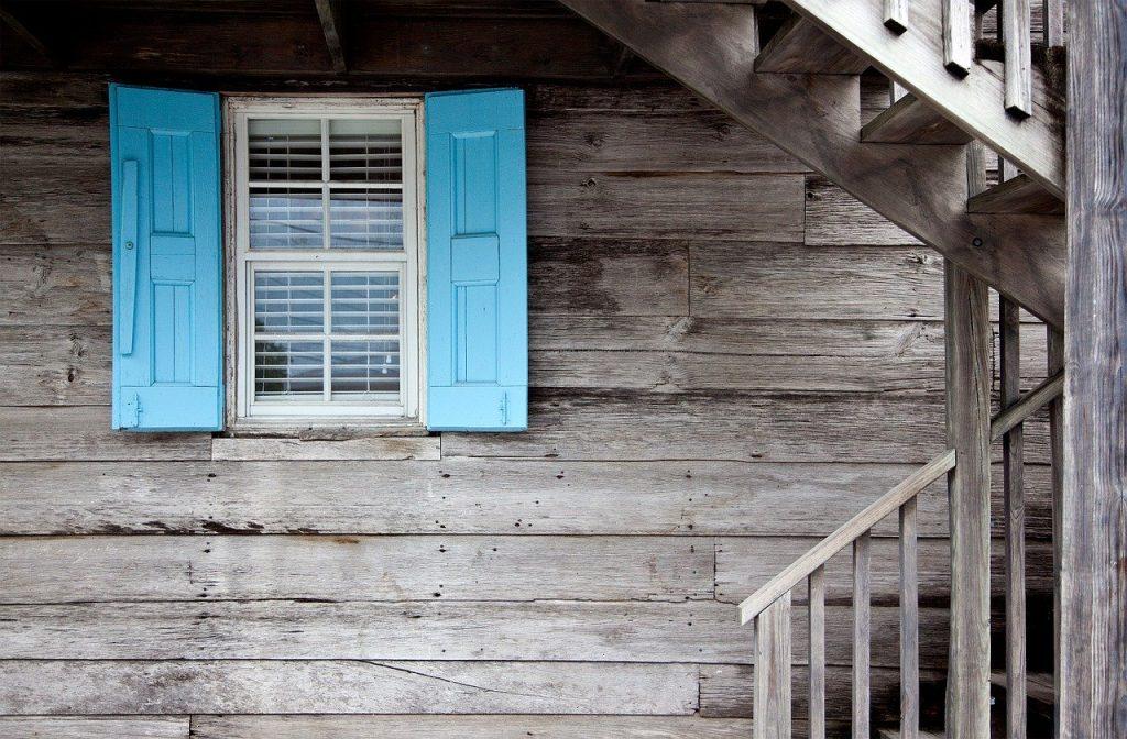 תיקון דלתות עץ בקריות