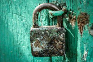תיקון דלתות אלומיניום בגן רווה