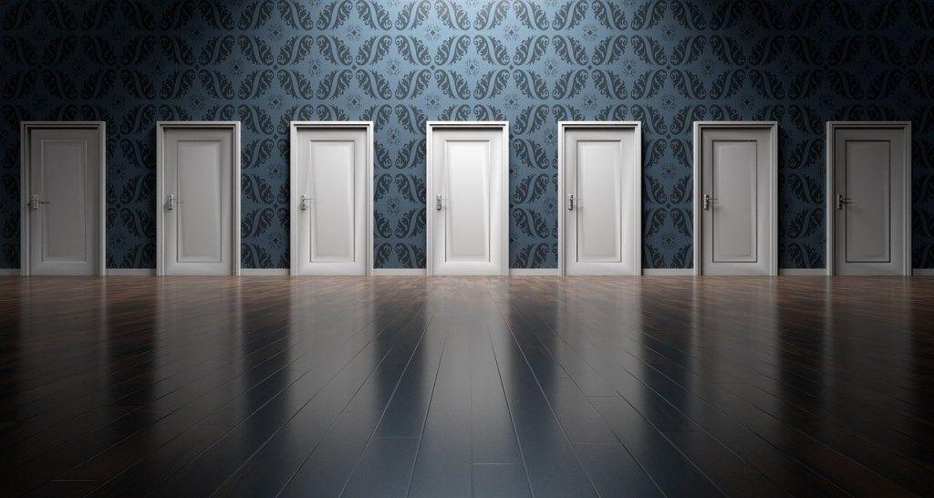 תיקון דלתות אלומיניום בחבל מודיעין