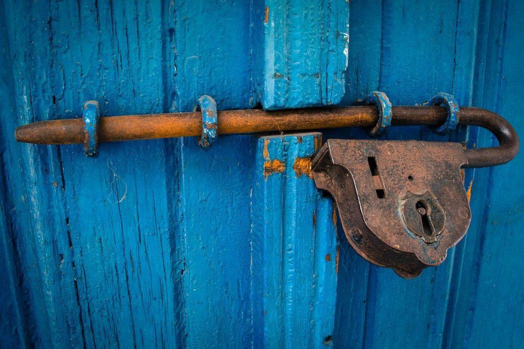 תיקון דלתות אלומיניום בגזר