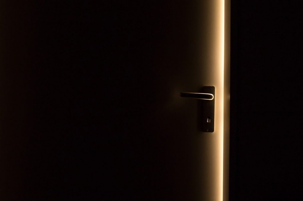 תיקון דלתות אלומיניום בתל מונד