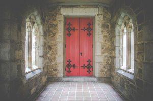 תיקון דלתות כניסה לבניין ברמת אפעל