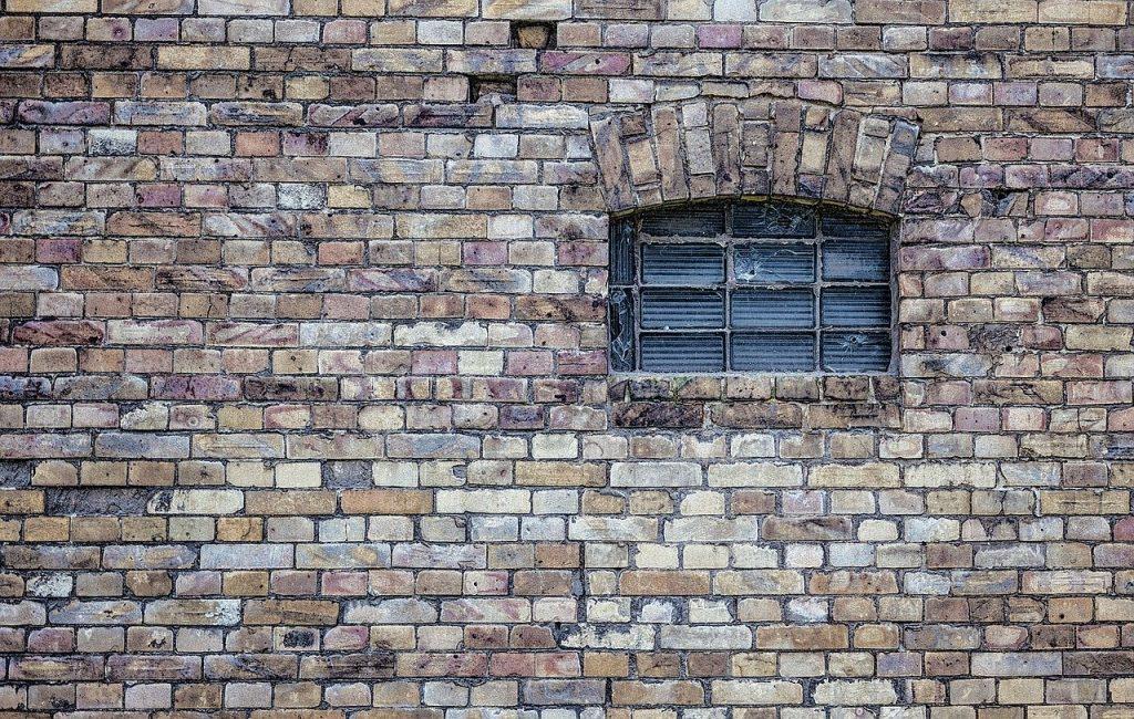 תיקון דלתות פנדור בהוד השרון