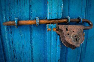 תיקון דלתות אלומיניום בדרום השרון