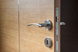 תיקון דלתות אלומיניום מומלץ במכבים רעות