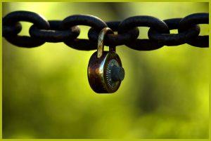 תיקון דלתות הזזה בגדרות