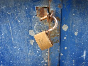 תיקון דלתות הזזה בגזר