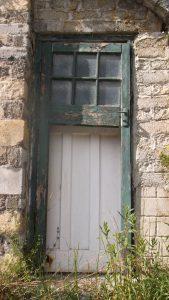 פורץ דלתות בכפר שמריהו