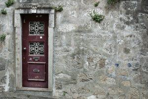 פורץ דלתות במזכרת בתיה